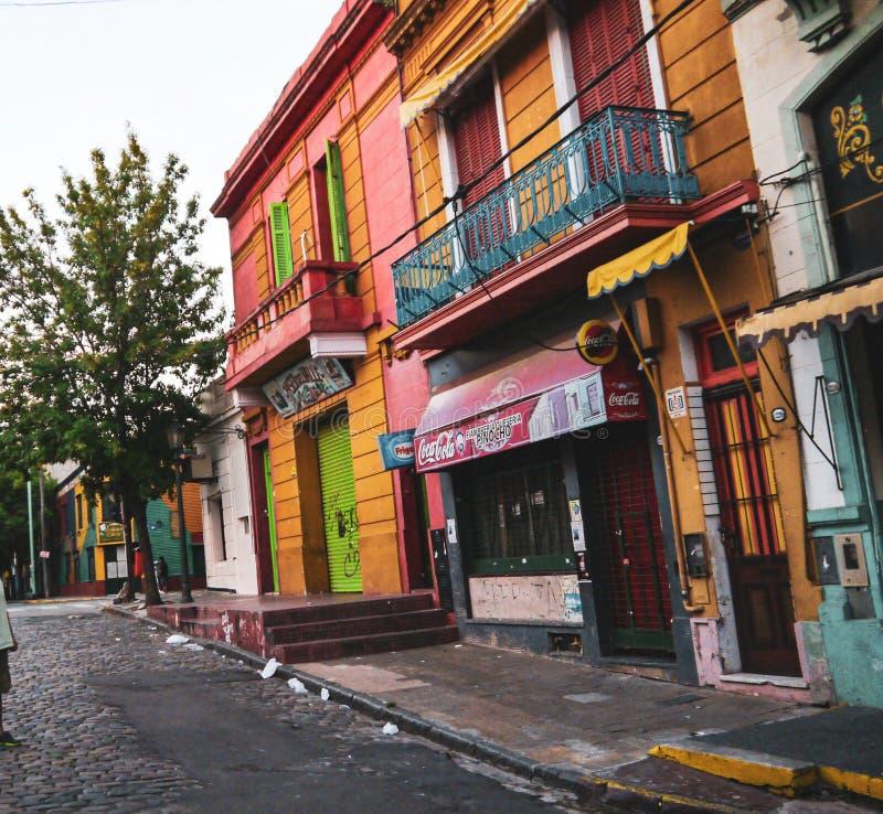 Kolorowa ulica w Boca okręgu Buenos Aires obrazy stock