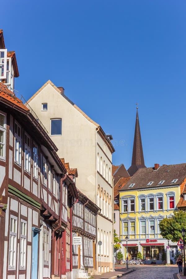 Kolorowa ulica z ryglowymi domami w Hildesheim zdjęcie stock