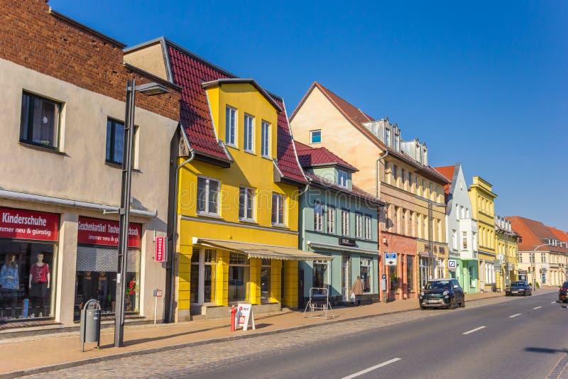 Kolorowa zakupy ulica w centrum Butzow obrazy royalty free