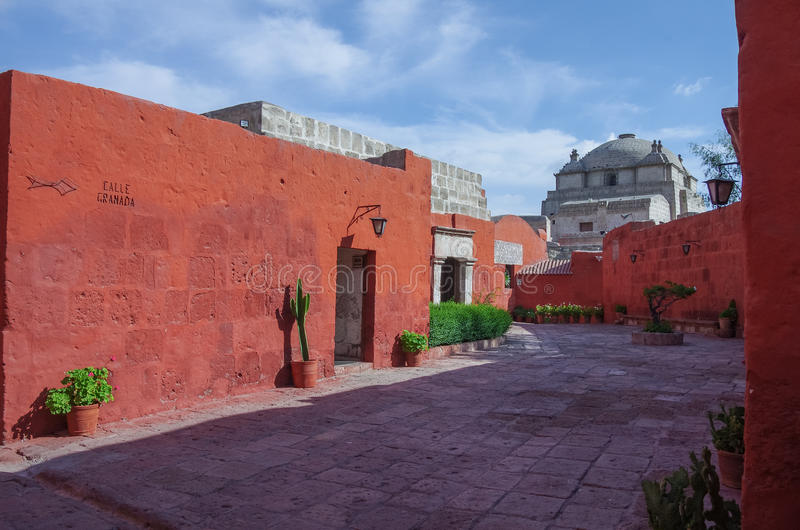 Kolorowe ściany wśrodku monasteru St Catherine przy Arequipa, obraz stock