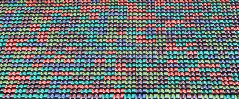 Kolorowe ceramiczne dachowe płytki jako tło fotografia royalty free