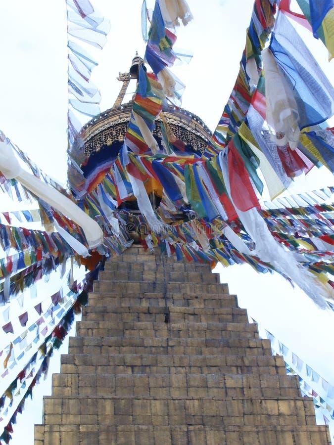 Kolorowe flagi na największej stupie buddyjskiej w Katmandu, stupie w Boudhanath fotografia stock