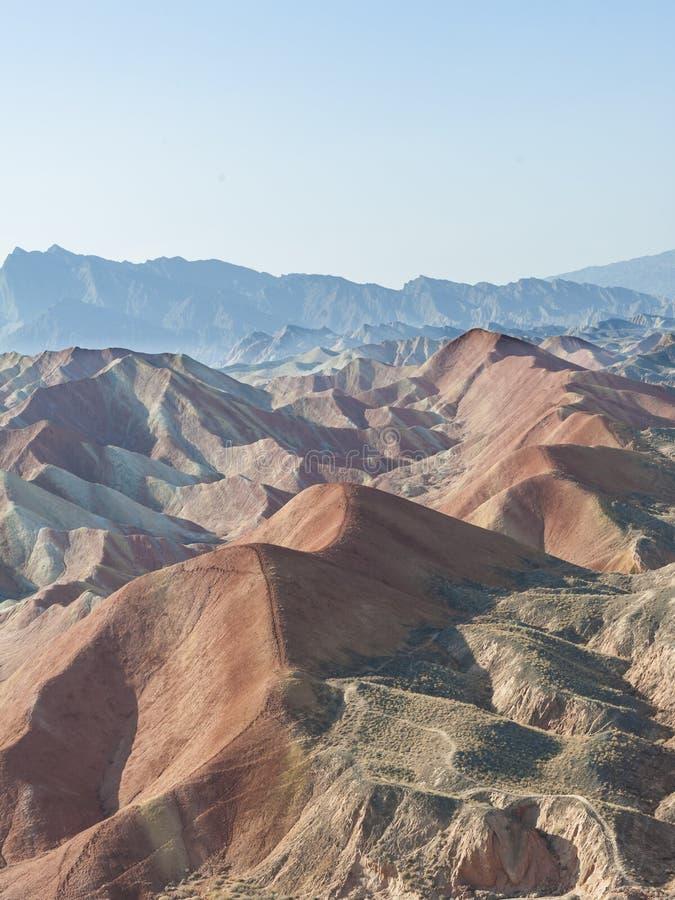 Kolorowe góry w Danxia landform obrazy royalty free
