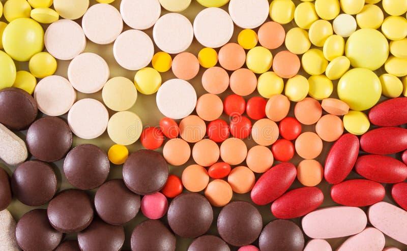 Kolorowe medyczne pigułki i kapsuły jako tło, opieki zdrowotnej pojęcie zdjęcie royalty free