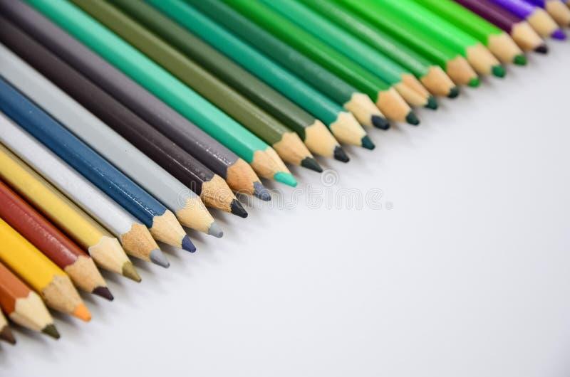Download Kolorowe ołówki ilustracji. Ilustracja złożonej z kolorowy - 57655680