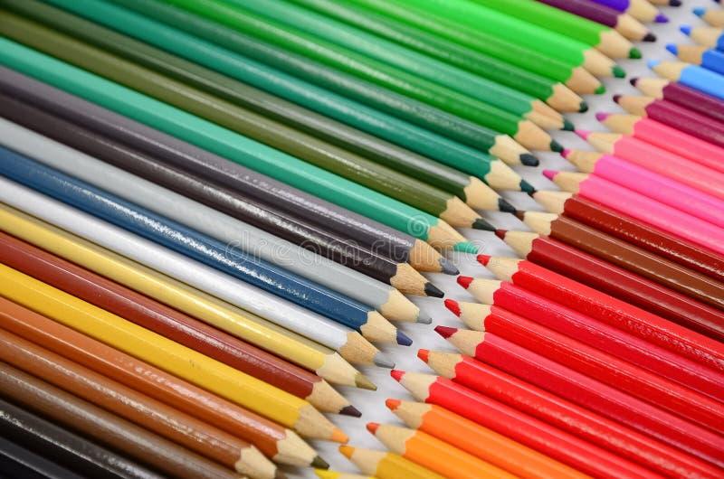 Download Kolorowe ołówki ilustracji. Ilustracja złożonej z kreskówka - 57655744