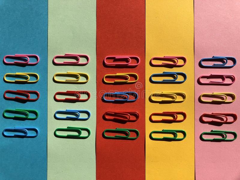 kolorowe paperclips zdjęcia royalty free