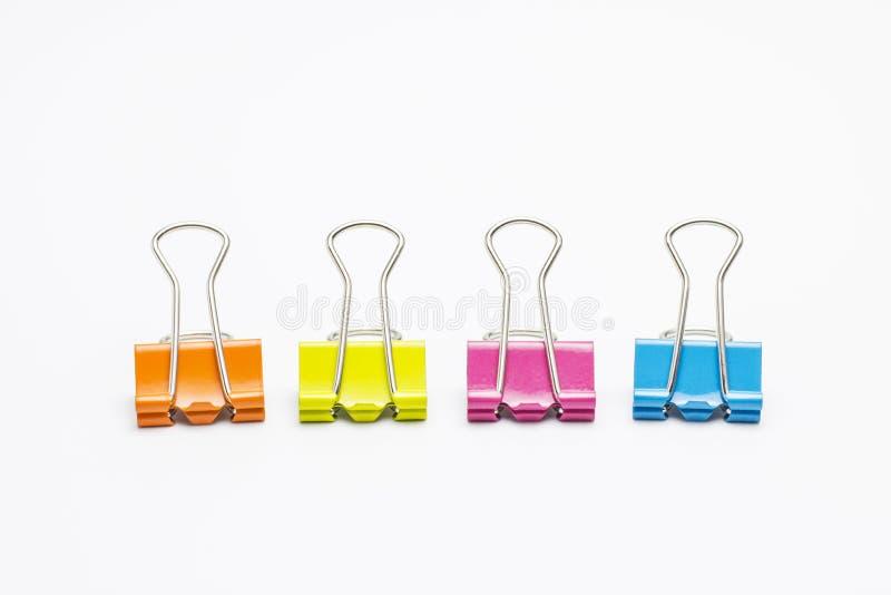 Kolorowe papierowe klamerki odizolowywać na białym tle obrazy stock