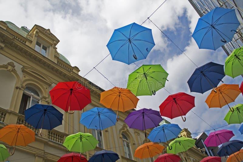 Download Kolorowe parasole obraz stock. Obraz złożonej z kontrast - 57664679