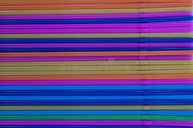 Kolorowe pije słoma jako tło zdjęcia royalty free