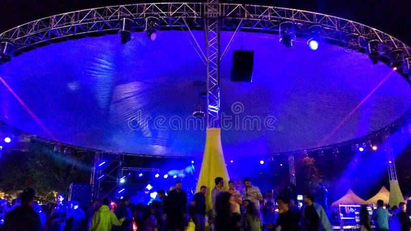 Kolorowe sceny i lekki przedstawienie przy elektronicznym festiwalem muzykim w Madryt obraz stock
