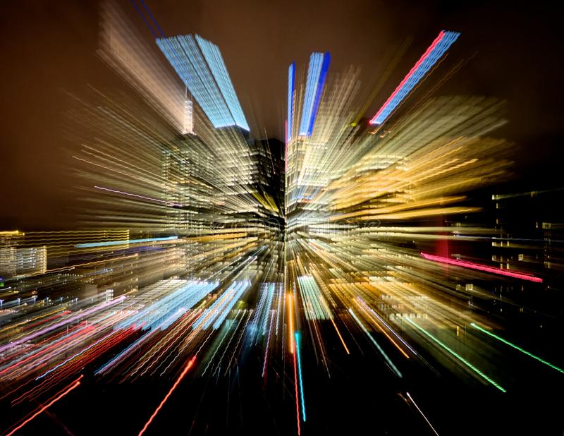 Kolorowe smugi światła od miasto budynku fotografia stock