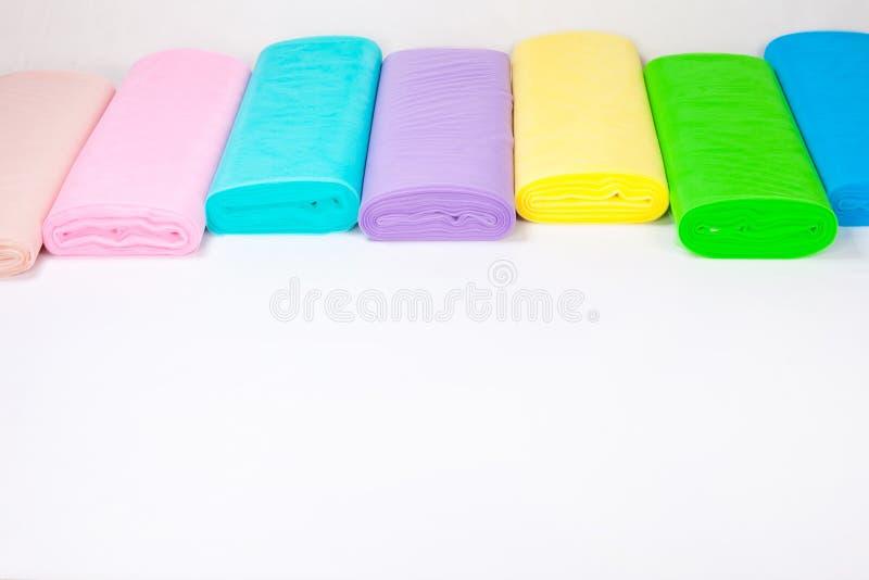 Kolorowe tkanin rolki w magazynie - odizolowywającym na białym tle fotografia stock