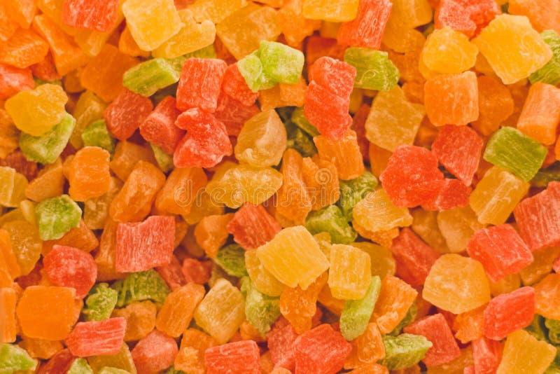 Kolorowe wysuszone owoc owoc i jagody cią w kawałki w formie kwadratów Smakowita i zdrowa owocowa mieszanka fotografia royalty free