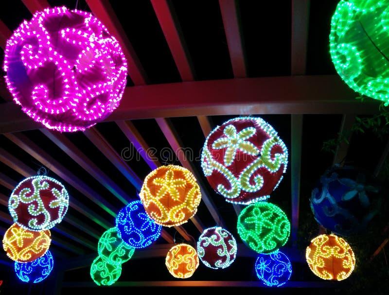Kolorowe zaświecać piłki przy Chińskim latarniowym festiwalem zdjęcia royalty free