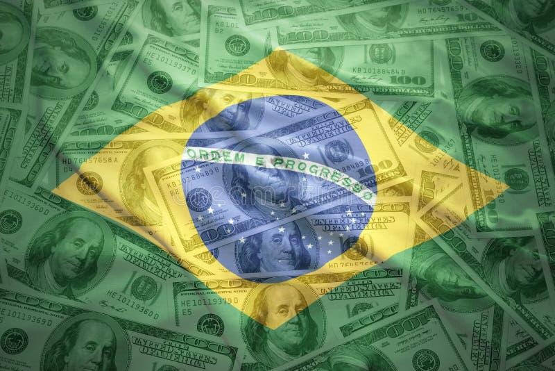 kolorowego falowania brazylijska flaga na dolarowym pieniądze tle obraz stock