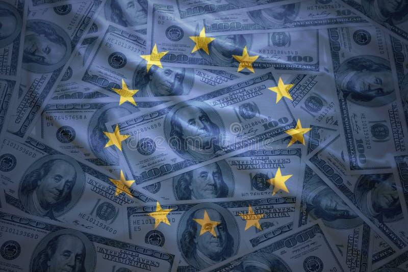 Kolorowego falowania europejska zrzeszeniowa flaga na dolarowym pieniądze tle zdjęcia royalty free
