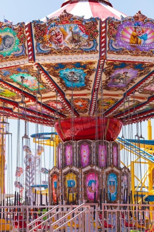 Kolorowego huśtawkowego carousel krzesła karnawałowa przejażdżka fotografia royalty free