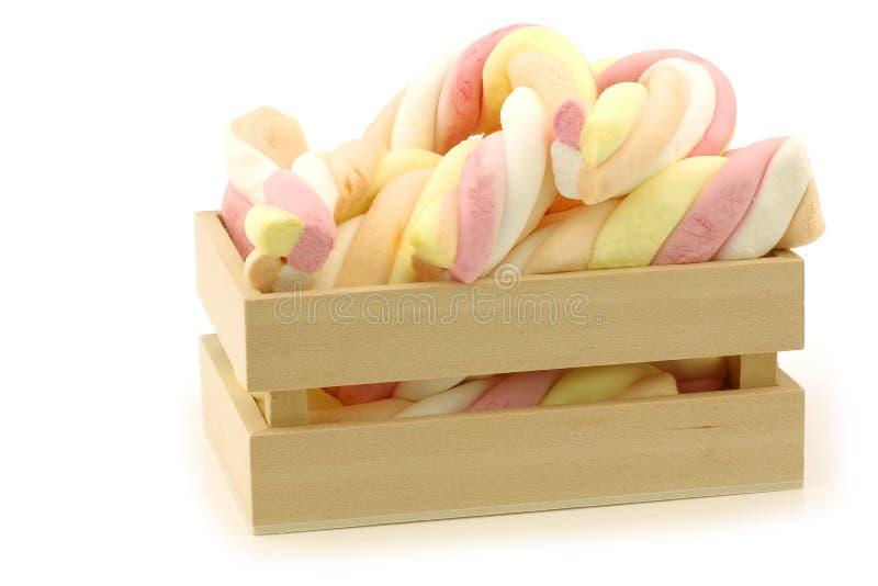 Kolorowego marshmallow kręcony kijów cukierek obraz royalty free
