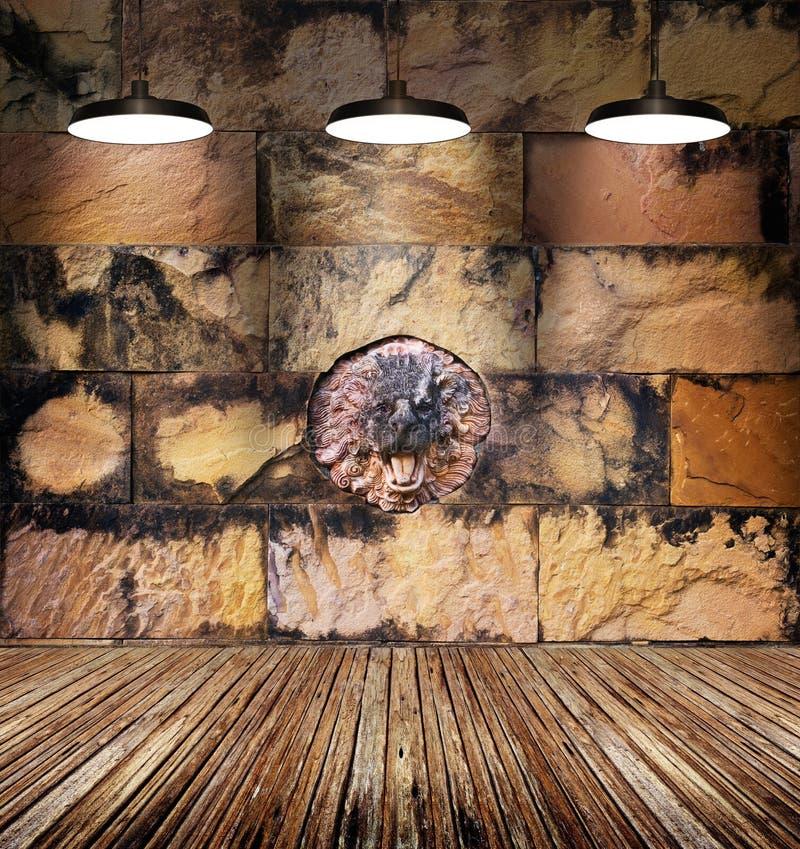 Kolorowego pobrudzonego lwa kamienny i stary ściana z cegieł, lampy światło na drewnianej podłoga fotografia stock