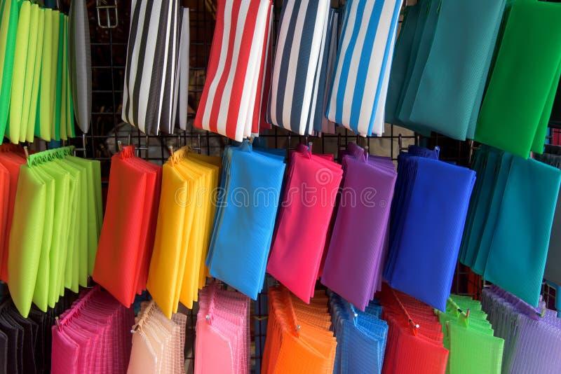 Kolorowej kobiety małe torby fotografia stock
