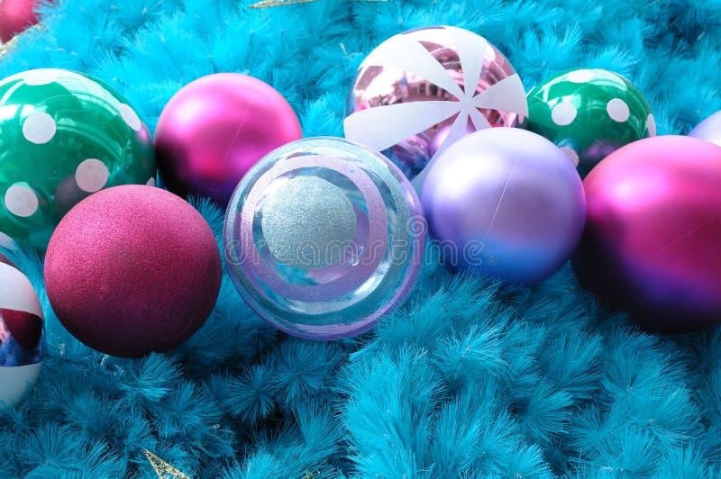 Kolorowi błękitni choinka ornamenty zdjęcie royalty free