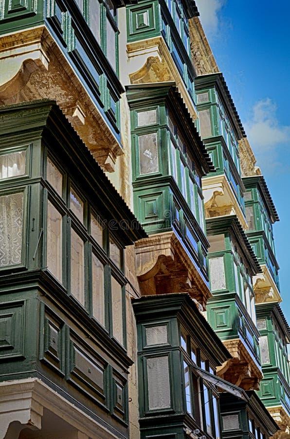 Kolorowi balkony w dziejowej części Valletta w Malta zdjęcie royalty free