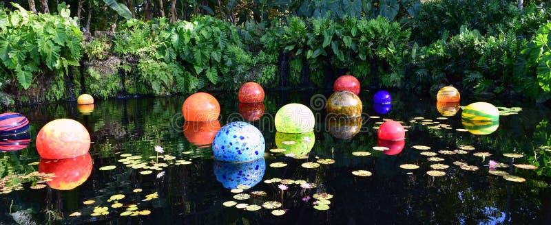 Kolorowi balony w basenie obrazy stock
