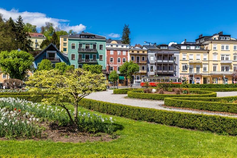 Kolorowi budynki I park - Gmunden, Austria obraz stock