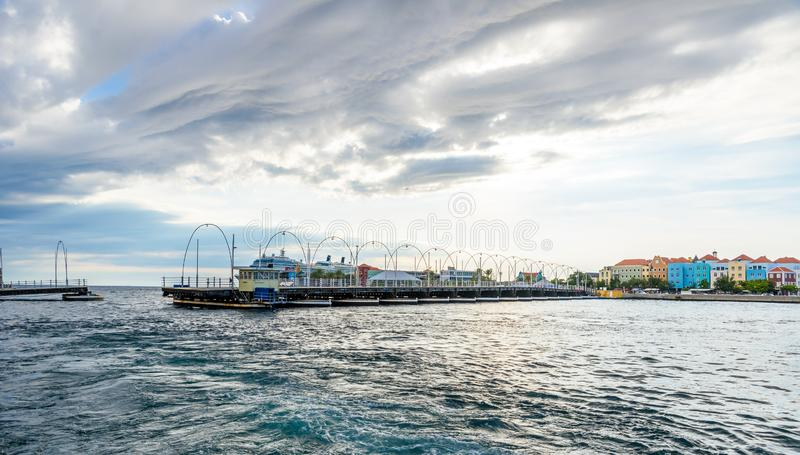 Kolorowi budynki w Willemstad ?r?dmie?ciu, Curacao, holandie Antilles, ma?a wyspa karaibska - podr??uje miejsce przeznaczenia dla zdjęcie royalty free
