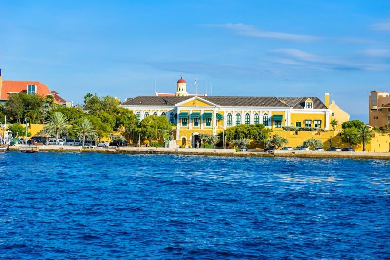 Kolorowi budynki w Willemstad ?r?dmie?ciu, Curacao, holandie Antilles, ma?a wyspa karaibska - podr??uje miejsce przeznaczenia dla zdjęcia royalty free