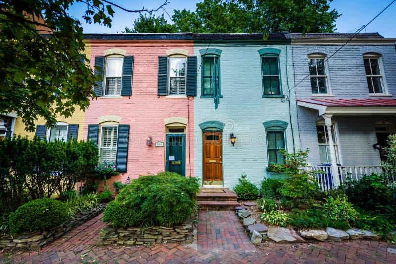 Kolorowi ceglani rzędów domy w Starym miasteczku, Aleksandria, Virginia obraz royalty free