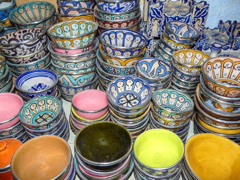 Kolorowi ceramics puchary, fez, Maroko zdjęcie royalty free