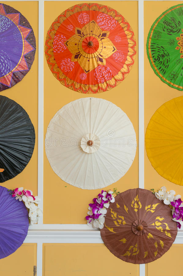 kolorowi deseniowi tajlandzcy parasole fotografia stock