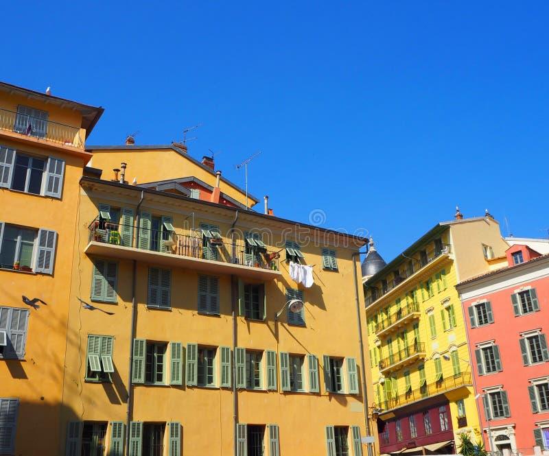 Kolorowi domy Ładny stary miasteczko, Provence Alpes, Cote d ` Azur, Francuski Riviera, Francja zdjęcie stock
