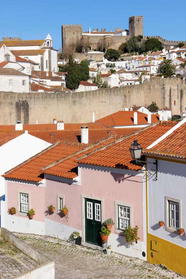 Kolorowi domy i kasztel. Obidos. Portugalia fotografia stock