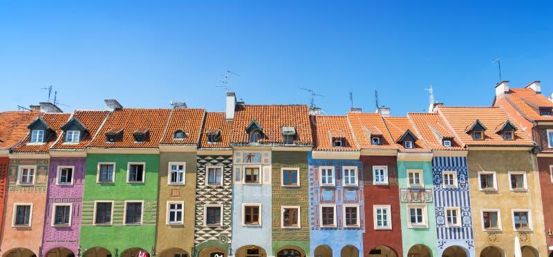 Kolorowi domy na targowym kwadracie na starym miasteczku w Poznańskim, Polska zdjęcie stock