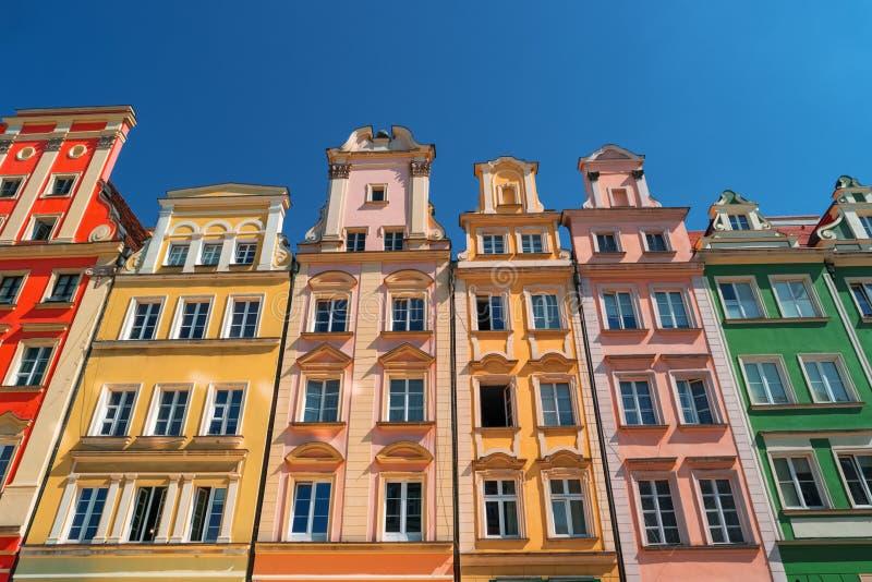 Kolorowi domy na Targowym kwadracie, Wrocławskim, Polska zdjęcie stock