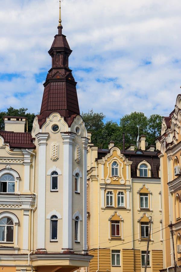 Kolorowi domy Vozdvizhenka elity okręg w Kijów, Ukraina obraz stock