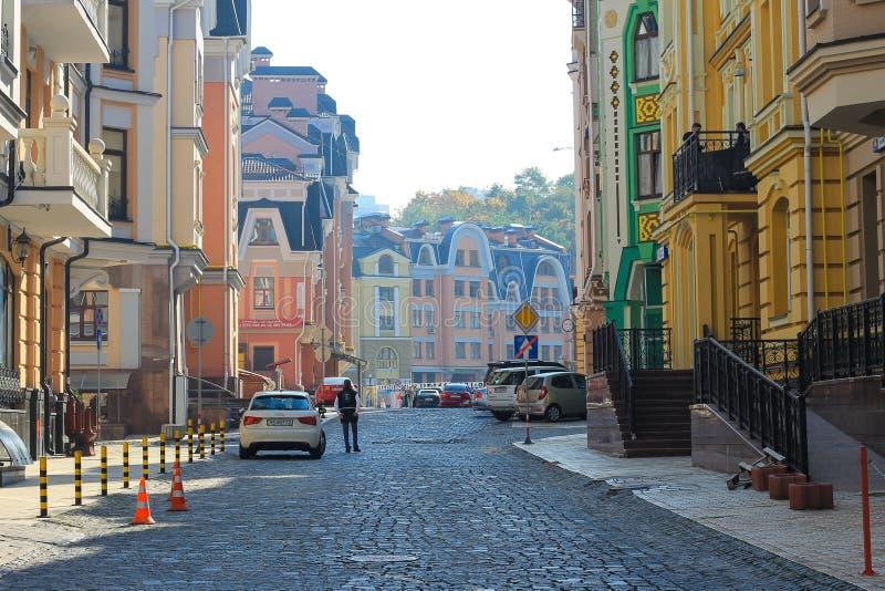 Kolorowi domy Vozdvizhenka elity okręg w Kyiv zdjęcie stock