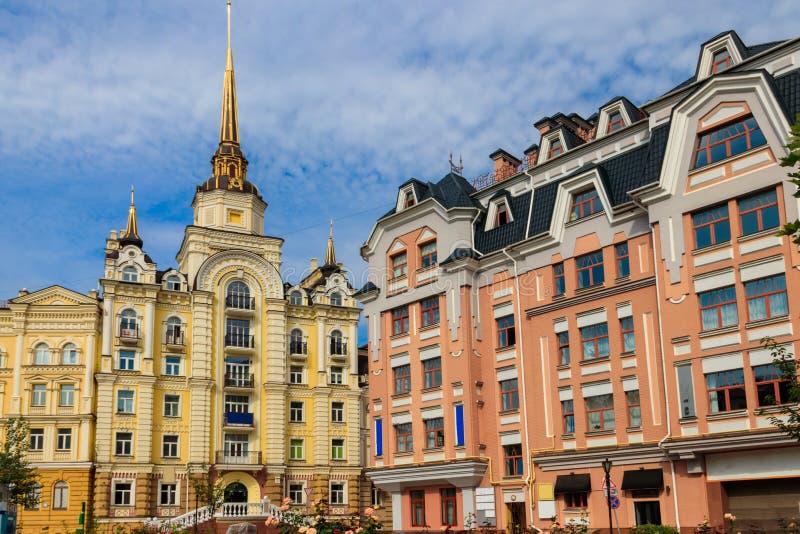 Kolorowi domy Vozdvizhenka elity okr?g w Kij?w fotografia stock