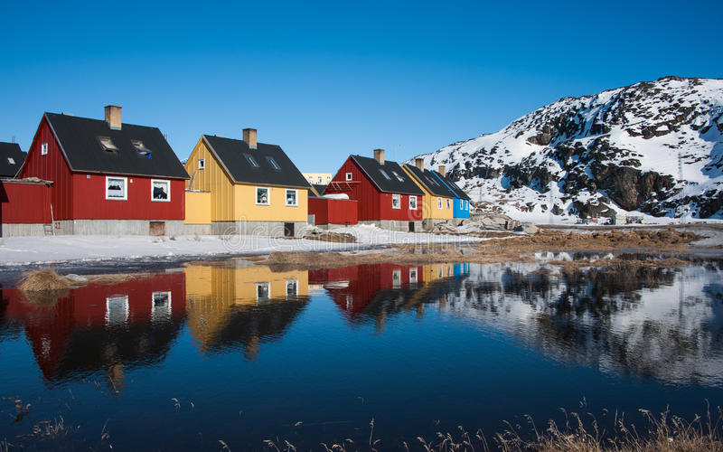 Kolorowi domy w Greenland fotografia royalty free