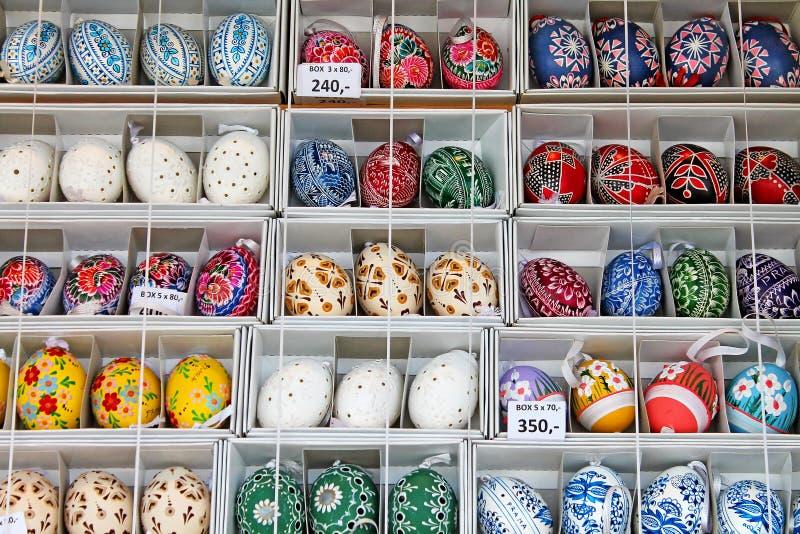 Kolorowi Easter jajka dla sprzedaży Tradycyjny wielkanoc rynek obraz royalty free