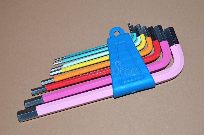Kolorowi Hex klucze na stole zdjęcia royalty free