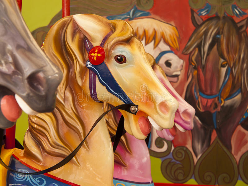 Kolorowi konie na carousel obraz royalty free