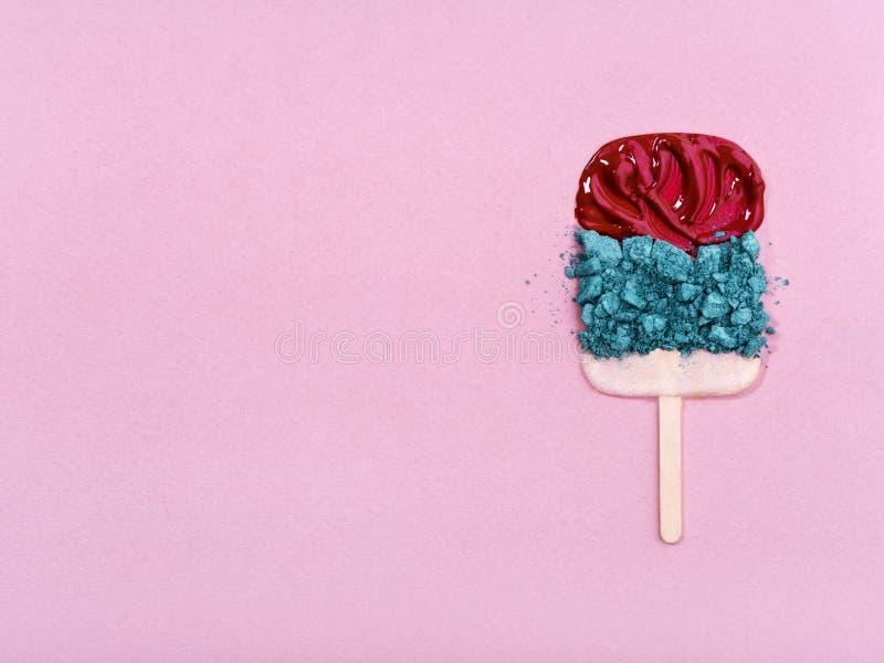Kolorowi kosmetyki układający w lody kształcie zdjęcia royalty free