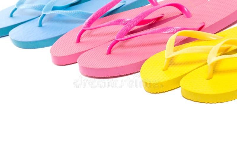 Kolorowi lata trzepnięcia klapy buty nad bielem zdjęcia royalty free