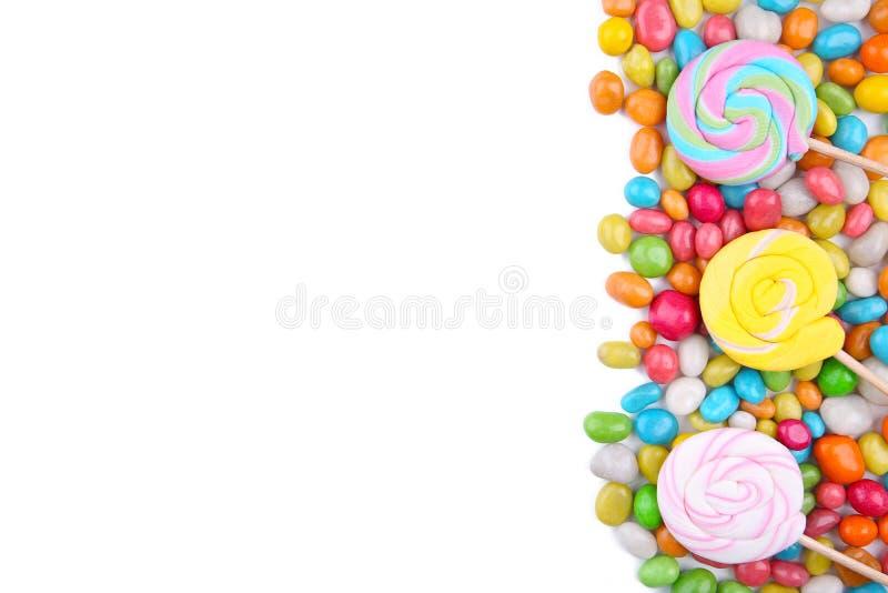 Kolorowi lizaki i różny barwiony round cukierek odizolowywający fotografia stock