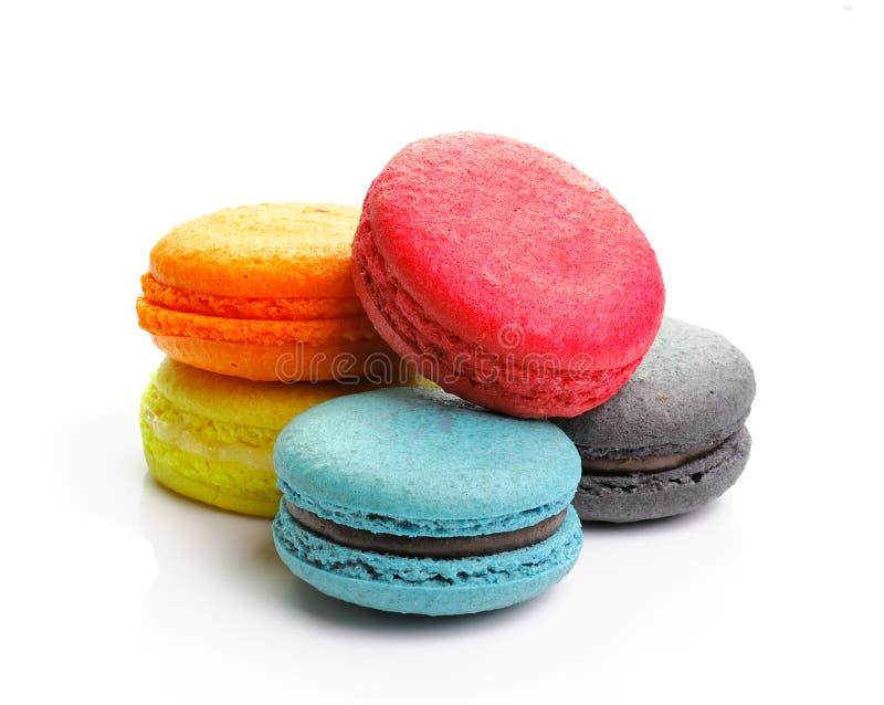 Kolorowi macarons na białym backrgound obraz royalty free