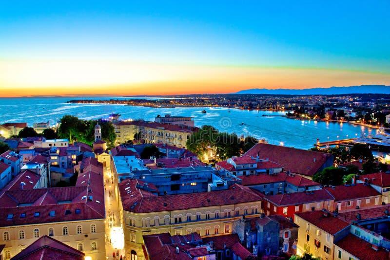 Kolorowi nightscapes miasto Zadar zdjęcie stock